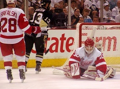 Osgood makes a save in Game 6