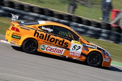 Gordon Shedden driving the Integra during the 2006 BTCC season.