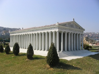 A modern 1:25 scale model of the Temple of Artemis, at Miniatürk, Istanbul, Turkey.