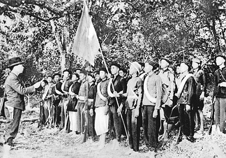 Võ Nguyên Giáp (left) together with Viet Minh forces in the jungle near Kao Bak Lang in 1944