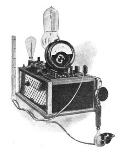 One of the first vacuum tube AM radio transmitters, built by Meissner in 1913 with an early triode tube by Robert von Lieben. He used it in a historic 36 km (24 mi) voice transmission from Berlin to Nauen, Germany. Compare its small size with above transmitter.