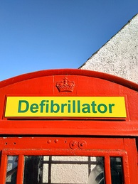 K6 (now converted to house a defibrillator) in Gargunnock, Stirlingshire, showing the Crown of Scotland on a separate plate.