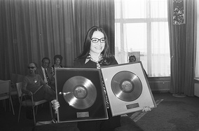 Nana Mouskouri receiving two gold discs for record sales in Netherlands (1971)