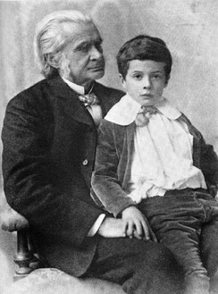 Huxley with his grandson Julian in 1893