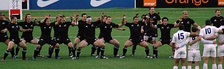 Los All Blacks realizando un haka.