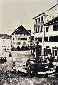 1865 photograph taken by Alwina Gossauer, showing the Hauptplatz square and the Rathaus building, as seen from Schlosstreppe; the oldest known photography of Rapperswil.