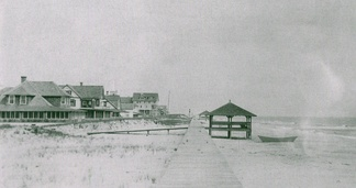 A view looking north of the original, surface-level boardwalk at Bethany Beach that was completed in 1903. It was destroyed by a storm in 1920.[42]