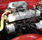 The 2.5-l inline 6 engine of a carbureted TR6