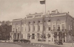 The building of the Presidium of the Academy of Sciences of the Soviet Union in Moscow (Alexandria Palace) from 1934. The photo was taken before 1940.