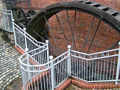 The suspension wheel with rim-gearing at the Portland Basin Canal Warehouse