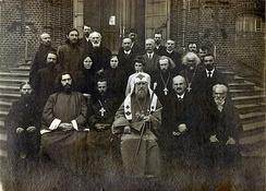 Патриарх Московский и всея России Тихон у храма Воскресения Христова в Сокольниках. 1919 год
