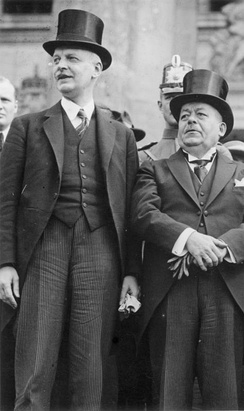 Ebert, right, with Chancellor Wilhelm Cuno (1923)