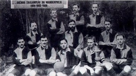Gremio in 1904, wearing the blue and black jersey