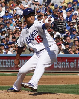 Kuroda pitching for the Los Angeles Dodgers in 2010