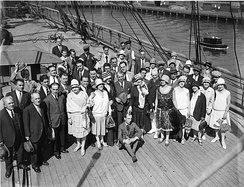 Sir Benjamin John Fuller posing with the Fuller-Gonsalez Grand Opera Company at the arrival of the company in Sydney in march 1928