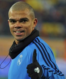 Pepe giving the thumbs up before a match against Shakhtar Donetsk in the group stages of the 2015–16 UEFA Champions League