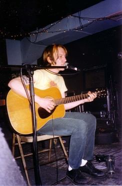 Smith performing at Brownies, New York City in April 1997, shortly after the release of Either/Or