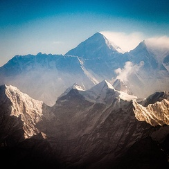 Everest and Lhotse from the south. In the foreground are Thamserku, Kangtega, and Ama Dablam