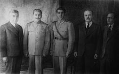 The Shah of Iran (center), pictured to the right of Joseph Stalin at the Tehran Conference (1943)