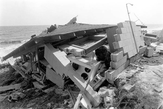 Example of a beachfront structure destroyed by the hurricane in Florida