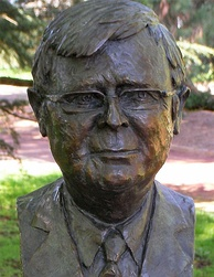 Bronze bust of Kevin Rudd at the Prime Minister's Avenue in the Ballarat Botanical Gardens