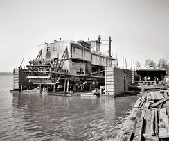 Floating drydock in Vicksburg, circa 1905