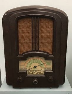 Ferranti 837 All-Wave Superhet radio (1937), made of Bakelite