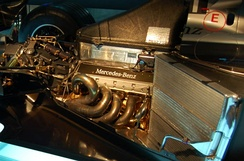 A 2000 McLaren MP4-15's Mercedes-Benz FO110J 3.0 litre V10 engine, made by Ilmor