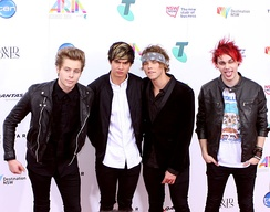 5 Seconds of Summer at the ARIA Music Awards of 2014. From left to right: Luke Hemmings, Calum Hood, Ashton Irwin, and Michael Clifford
