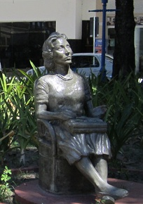 Statue of Clarice Lispector in Recife.