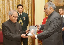 "The President, Shri Pranab Mukherjee receiving the first copy of the book entitled ""8th Ring"" from the Chief Editor, Malayala Manorama, Shri Mammen Mathew, at Rashtrapati Bhavan, in New Delhi on November 26, 2015.jpg"