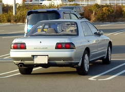 R32 Nissan Skyline GTS four-door sedan (rear)