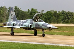 A Royal Thai Air Force Northrop F-5E Tiger II (USAF s/n 76-1673) taxies on the flight line at Korat