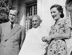 Gandhi in 1947, with Lord Louis Mountbatten, Britain's last Viceroy of India, and his wife Edwina Mountbatten