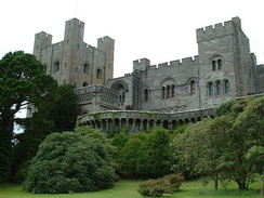 Penrhyn Castle in Wales was used for the scenes with Veidt.