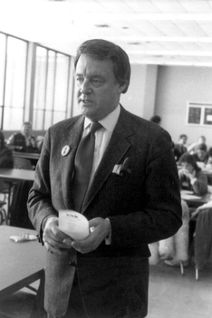 Former Action News Anchor Bill Bonds prepares to interview students at Harrison High School in Farmington Hills, Michigan. 1985 photo.