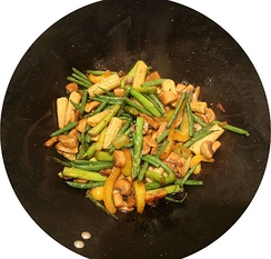 Ingredients are typically added in succession after cooking oil has been applied onto a hot pan. The ingredients that take longest to cook, like meat or tofu, are added before others, such as vinegar and soy sauce.