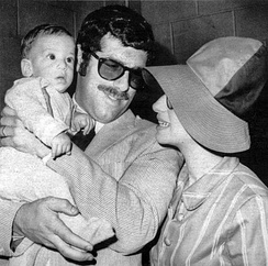 Streisand with husband Elliott Gould and son Jason (1967)