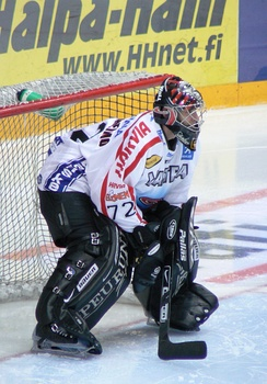 Goaltenders use more protective equipment than other players, just like goaltender Sinuhe Wallinheimo pictured here.