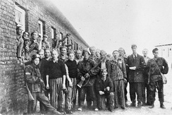 Freed prisoners of Gęsiówka and the Szare Szeregi fighters after the liberation of the camp in August 1944