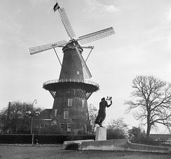 De Valk windmill in mourning position following the death of Queen Wilhelmina of the Netherlands in 1962