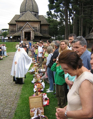 Brazilians of Ukrainian descent celebrate the Orthodox Easter in Curitiba