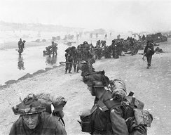 Troops of 3rd Infantry Division on Queen Red beach, Sword Beach, 6 June 1944.