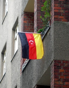A popular flag used by German-Turks which incorporates the Turkish and German flags.