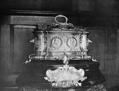 Casket in which the first Lafayette dollar was presented to French President Émile Loubet.