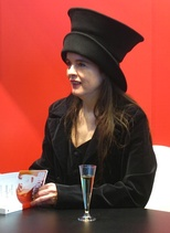"Belgian writer Amélie Nothomb clearly refers to the music video for ""Sans logique"" in her 1997 book Attentat."