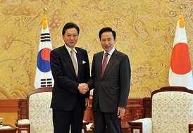 President Lee Myung-bak and Japanese Prime Minister Yukio Hatoyama held a summit meeting at Cheong Wa Dae on Oct. 9, 2009