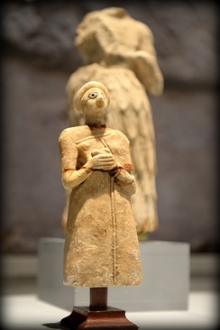 Statuette of a Sumerian worshipper from the Early Dynastic Period, ca. 2800-2300 BC