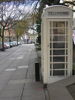 A Hull K6 telephone box