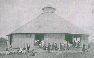 The original Tabernacle in its early years. It stood from 1903 to 1961, and served as Bethany Beach's auditorium and religious and cultural center.[35]